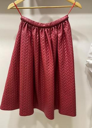Красная юбка с карманами миди