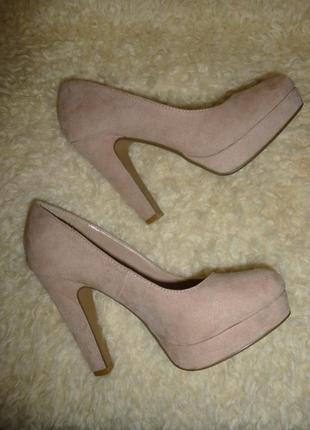 Красивые бежевые туфли  new look 37 р.