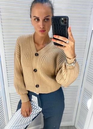 Женский вязаный свитер на пуговицах