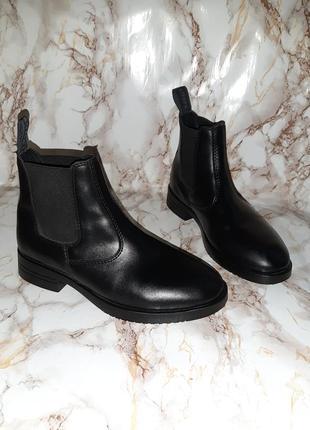 Чёрные ботиночки челси с резинками вставками по бокам