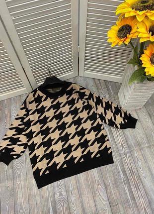 Женский свитер с крупным принтом гусиная лапка