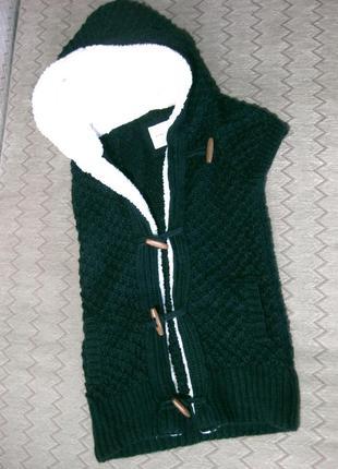 Тёплая жилетка с капюшоном zara вязаная тёмно зелёная акрил шерсть