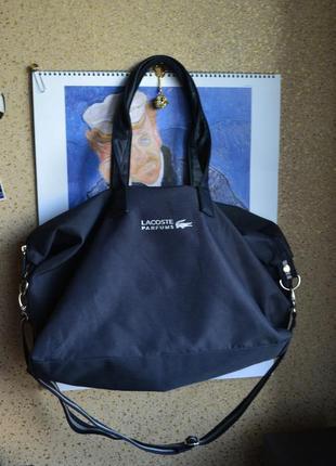 Lacoste удобная дорожная или спортивная  сумка.