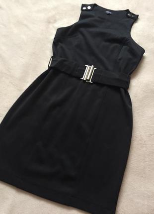 Стильное чёрное платье под поясок