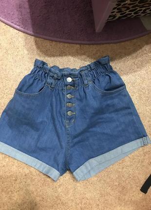 Трендовые джинсовые шорты на резинке на талии на пуговицах