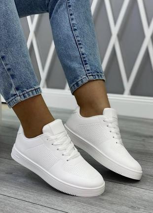 Легкие комфортные белоснежные кроссовки на каждый день