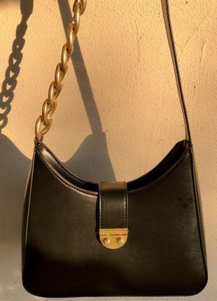 Невелика сумочка із золотою фурнітурою💔