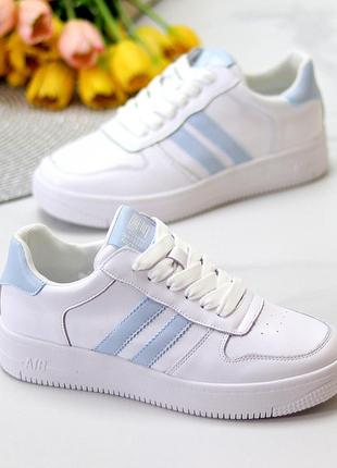 Кожаные белые женские молодежные кроссовки натуральная кожа с голубыми вставками