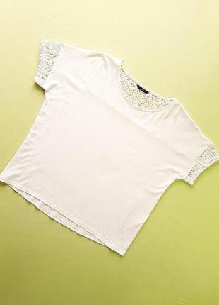 Стильная льняная футболка с кружевом от м&co