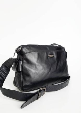 Enny. италия   практичная  кожаная сумка  через плечо