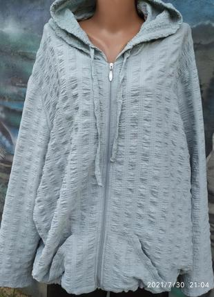 Жатая свободная блуза на молнии с капюшоном батал бохо