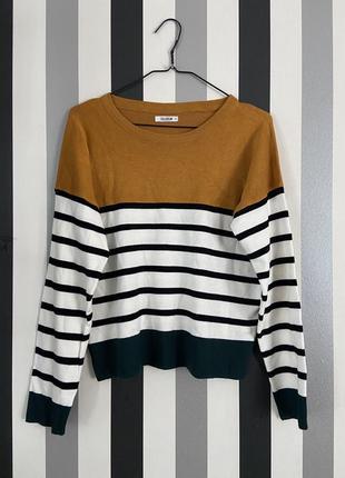 Стильный полосатый свитер