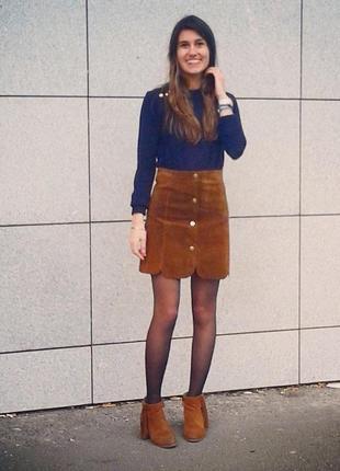 Кожаная замшевая юбка на кнопках спереди и образной кромкой гребешком mango 🥭
