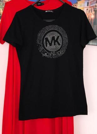 Стильная футболка с декором