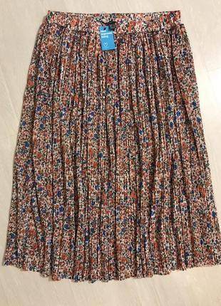 Очень красивая и стильная брендовая плиссированная юбка в цветочках.