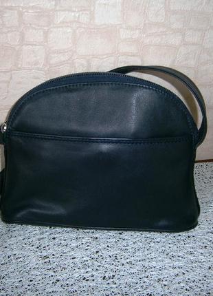 Маленькая, красивая сумка кросс-боди из натуральной кожи. hotter