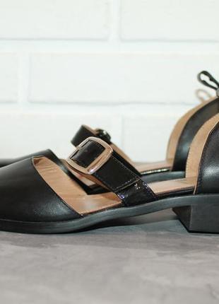 Актуальные кожаные туфли с прямоугольным носочком2 фото