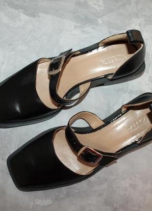 Актуальные кожаные туфли с прямоугольным носочком4 фото