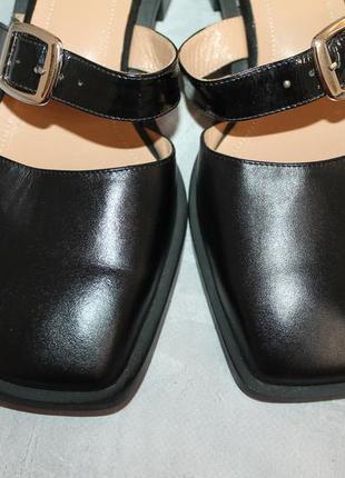Актуальные кожаные туфли с прямоугольным носочком3 фото
