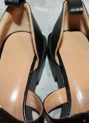 Актуальные кожаные туфли с прямоугольным носочком10 фото