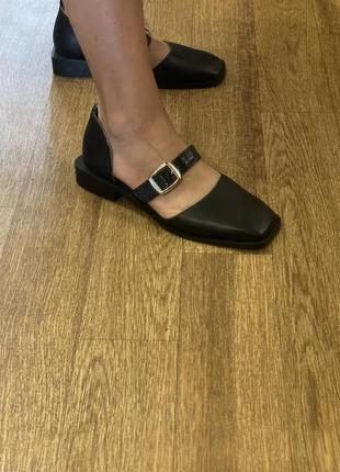 Актуальные кожаные туфли с прямоугольным носочком7 фото