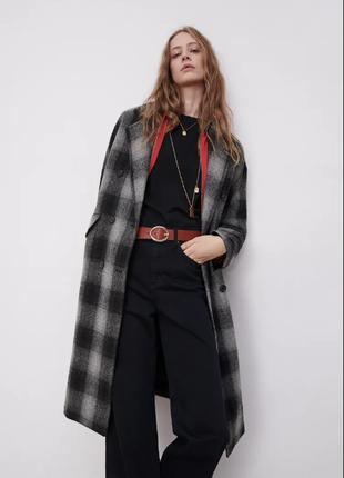 Шерстяное пальто в клетку от бренда zara