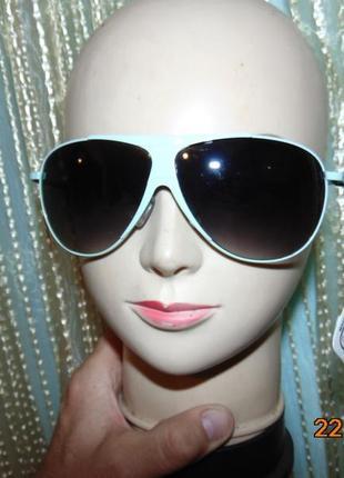 Новие стильние фирменние солнцезащитние очки .magilla.