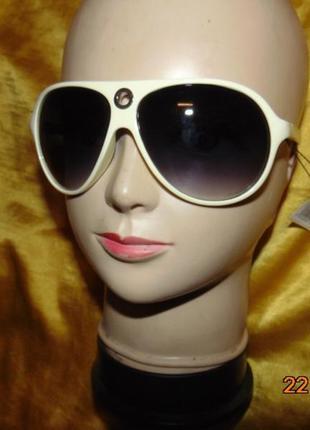Новие стильние фирменние солнцезащитние очки .specchio.