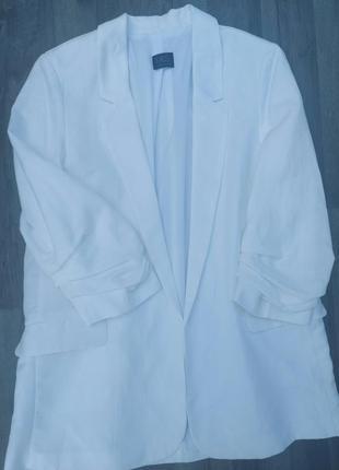 Білосніжний піджак