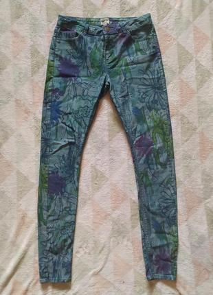 Брюки джинсы красивые повседневные разноцветные яркие в цветах интересные летние легкие