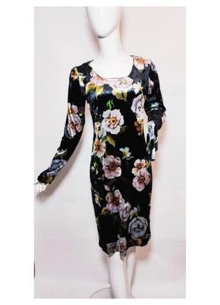 Нежное велюровое миди платье с цветами.