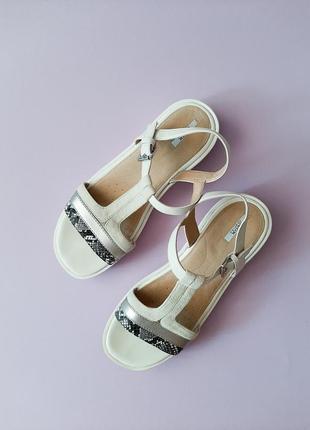 Кожаные белые босоножки сандалии geox respira