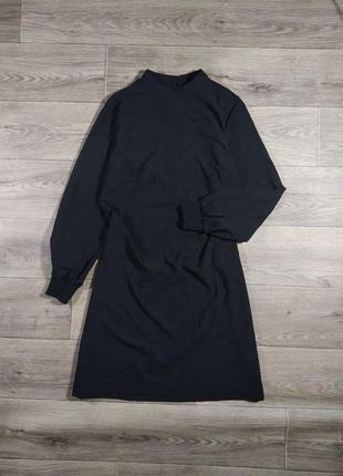 Черное базовое платье с длинным рукавом