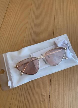 Сонцезахисні окуляри в ретро стилі