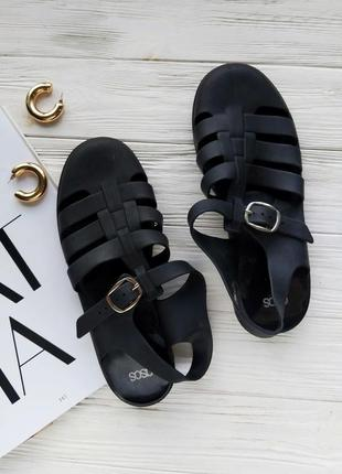 Черные чёрные резиновые босоножки сандалии сандали деда asos плетённые