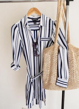 Платье рубашка с поясом и разрезами