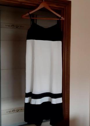 Шикарное черно-белое льняное платье миди