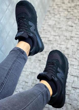 Чёрные стильные кроссовки женские6 фото