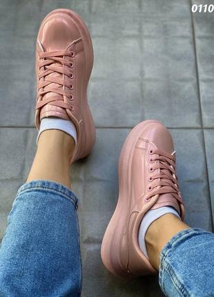 Лаковые розовые кроссовки