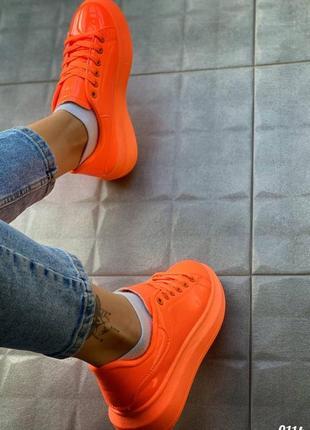 Неоновые кроссовки женские удобные лаковые