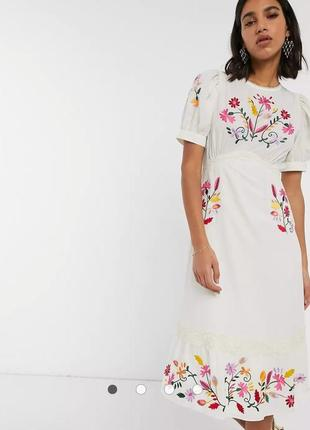 Платье с вышивкой 46 размер