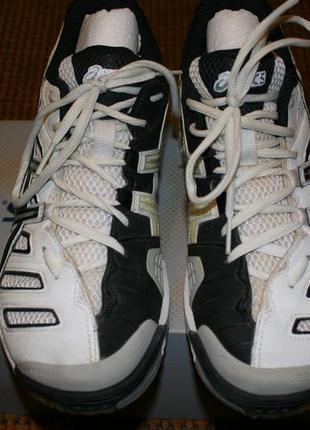 Спортивные кроссовки для зала
