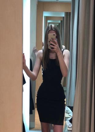Приталенное чёрное платье
