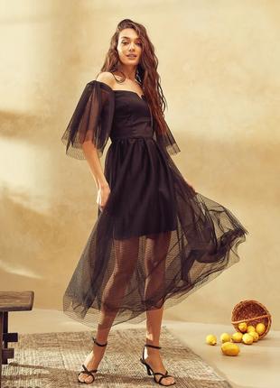Ефектна сукня з відкритими плечима