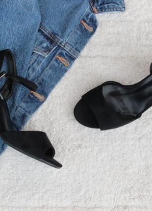 Черные босоножки 39, 40 размера на устойчивом каблуке