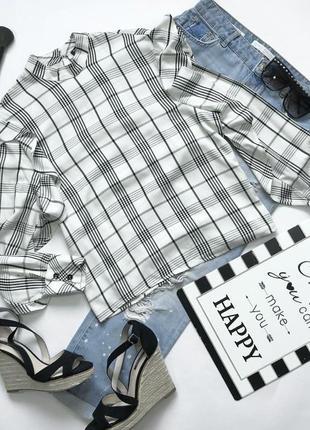 Вискозная блуза в клетку с воротником стоечкой и воланами на рукавах bershka s/m
