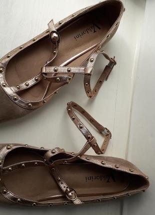 Оригинальные кожаные балетки valdorini