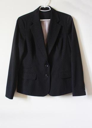Классический прямой чёрный пиджак в тонкую полоску (размер 42-44)