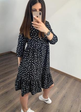 Платье  свободного кроя с карманами чёрное в цветочек