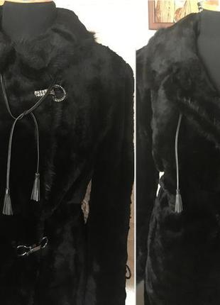Натуральная шуба из мутона с отделкой из норки